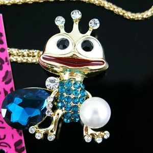 Jewelry - ue Crystal pearl Lovely Crown Frog Pendant Necklac